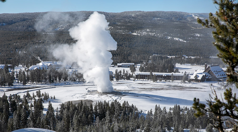 old-faithful-geyser-in-winter-from-observation-point.jpg