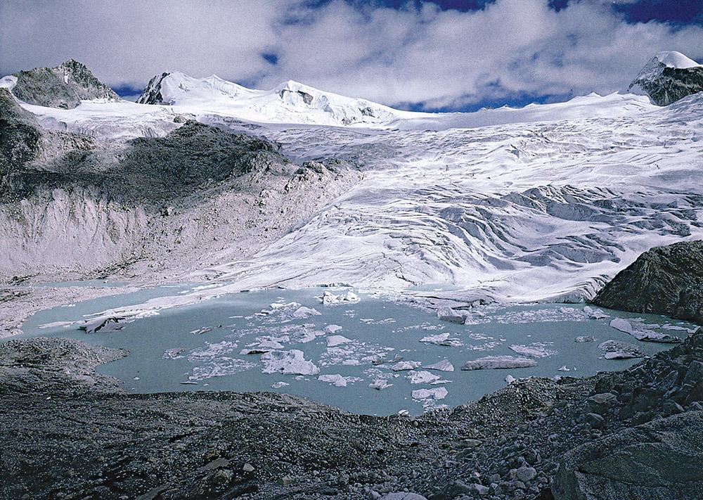 plateau-glacier-in-the-himalayan-divide-bhutan.jpg