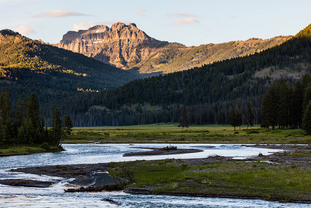 amphitheater-mountain-and-soda-butte-creek-with-lamar-river.jpg
