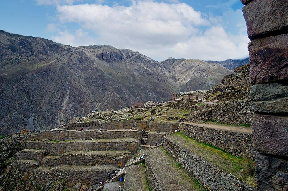 mountains-near-ollantaytambo-an-inca-fortress.jpg