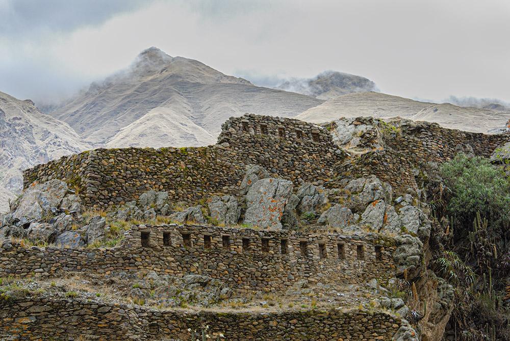 mountains-ollantaytambo-urubamba-an-inca-fortress-1315.jpg