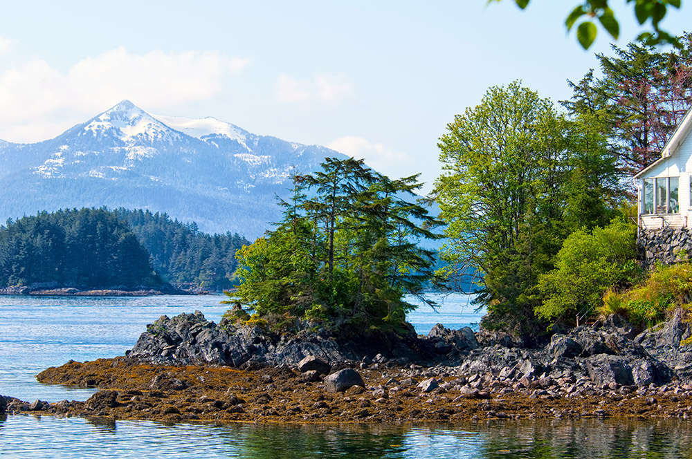 photo-house-along-the-rocky-shore-with-mountains-in-alaska-723-2015.jpg