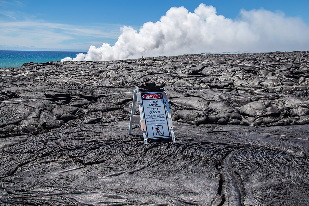 area-closed-sign-at-section-of-hawaii-volcanoes-national-park.jpg