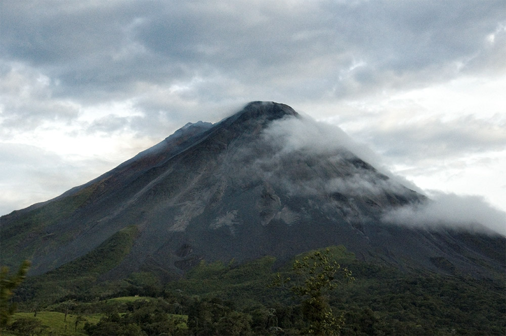 clouds-over-arenal-volcano-in-costa-rica-photo_205.jpg