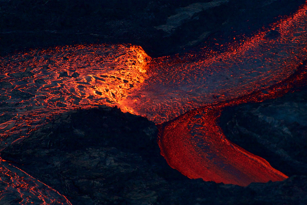near-the-kapoho-crater-lava-channel-makes-a-bend.jpg