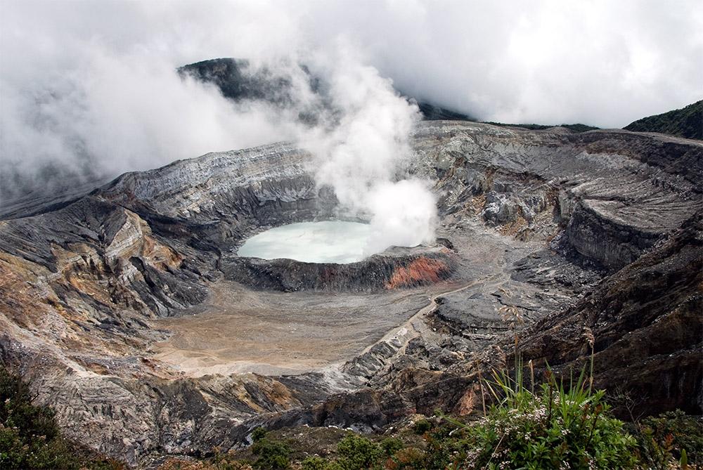 smoke-rising-from-crater-of-poas-volcano-190.jpg