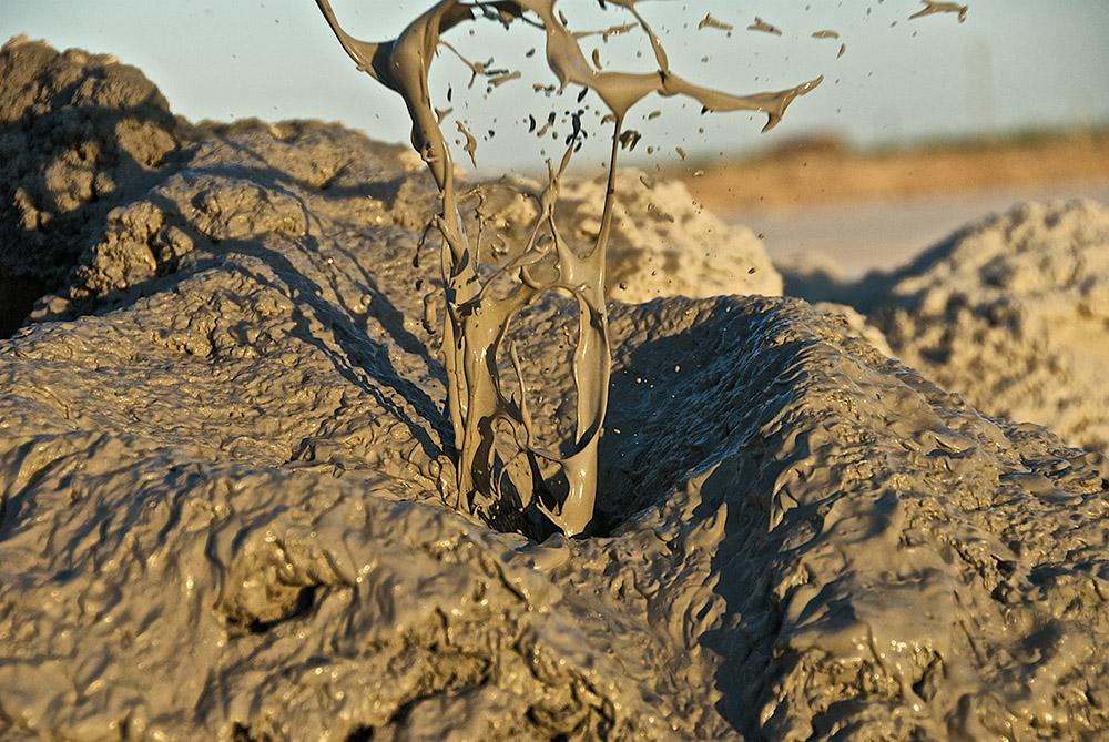 surface-expression-of-geothermal-activity-salt-n-sea-california.jpg