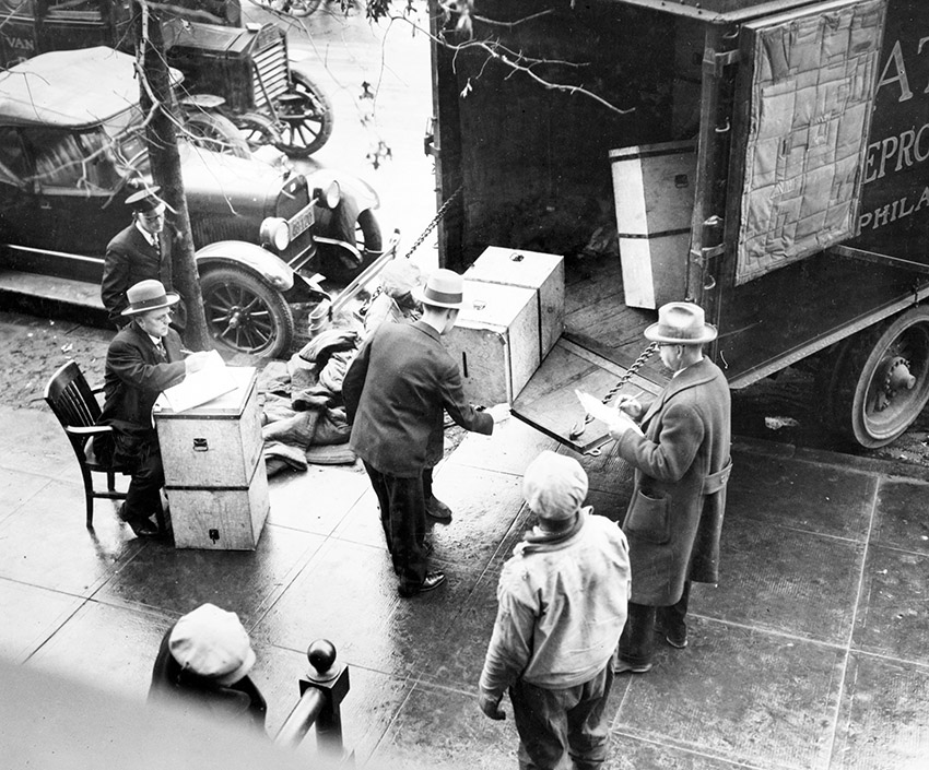 men-removing-ballot-boxes-from-enate-election-from-truck-at-the-capitol-washington-1927.jpg