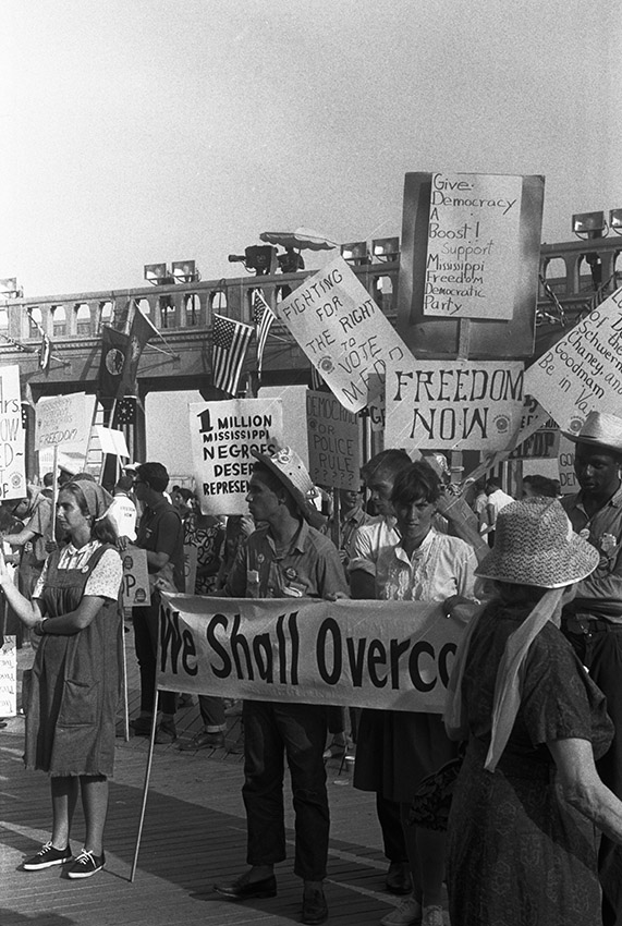 mississippi-freedom-democratic-party-holding-signs-in-front-of-the-convention-hall-at-the-1964-democratic-national-convention.jpg
