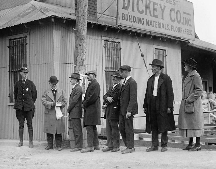 waiting-in-line-to-vote-november-4-1924.jpg