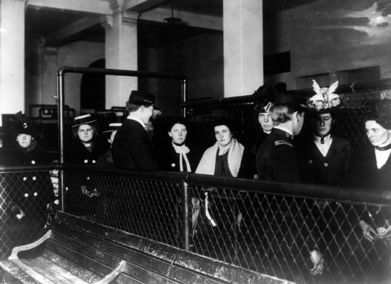 immigrants-entering-ellis-island-new-york_11.jpg