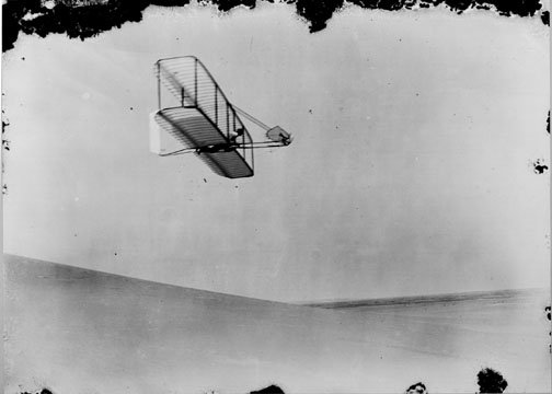 1902_glider_over_dunes.jpg