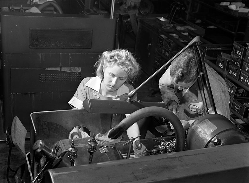 woman-working-in-a-drill-and-tool-company-in-illinois.jpg