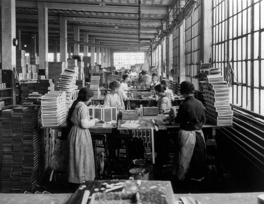 wooden-box-industry-women-in-work-room-of-box-factory-1910.jpg