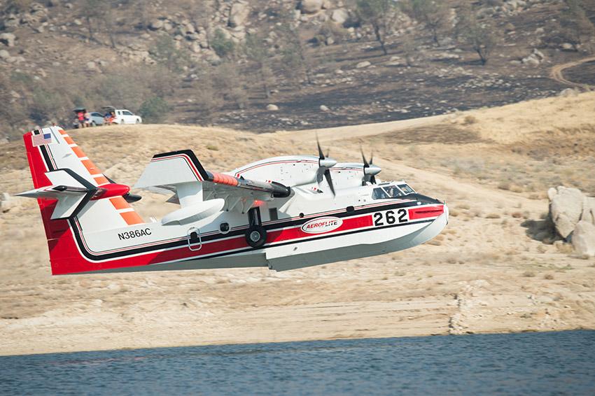 aerial-scooper-plane-scoops-up-water-at-lake-isabella-2.jpg