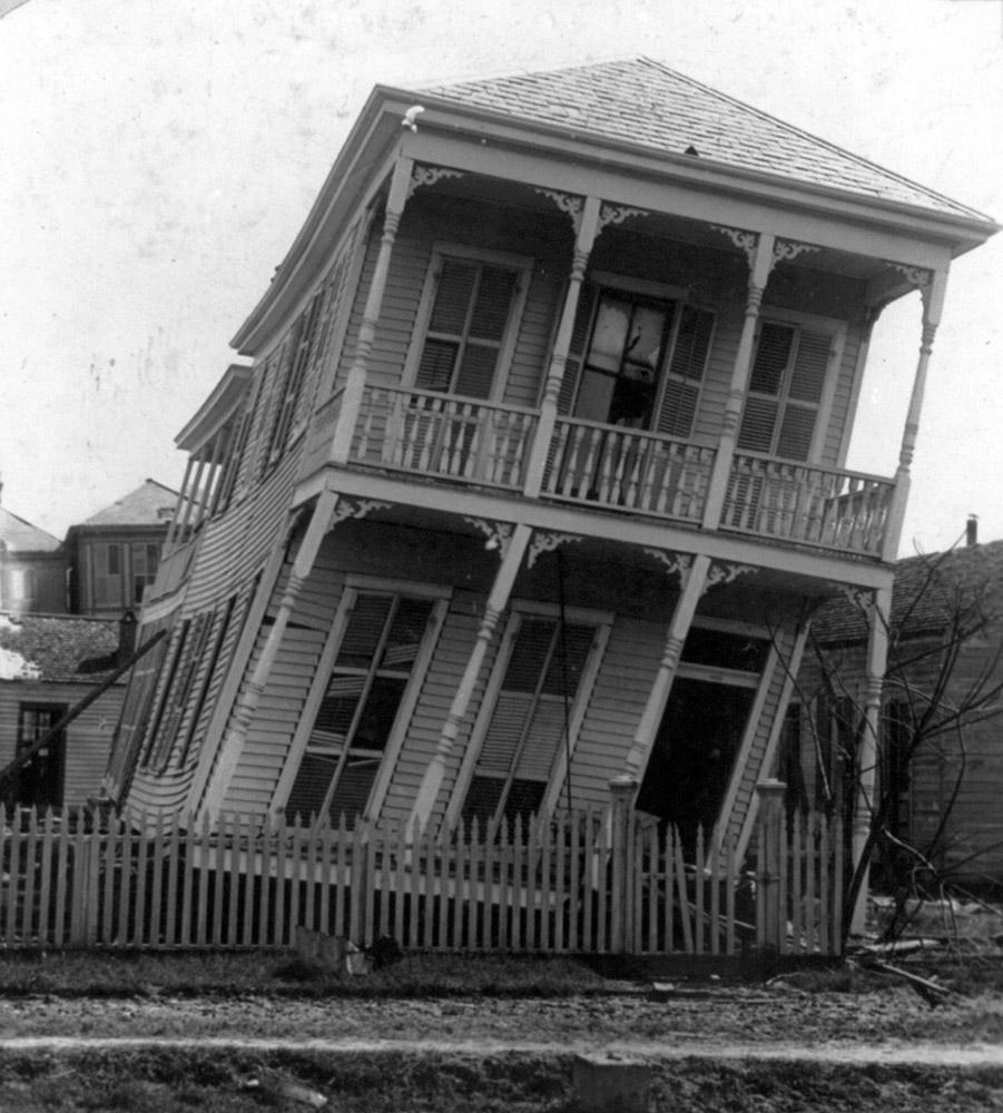 galveston-disaster-texas-a-slightly-twisted-house-1900.jpg
