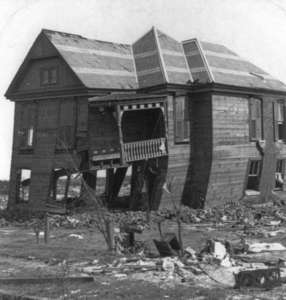 only-remaining-house-near-the-beach-for-miles-galveston-disasater-texas.jpg