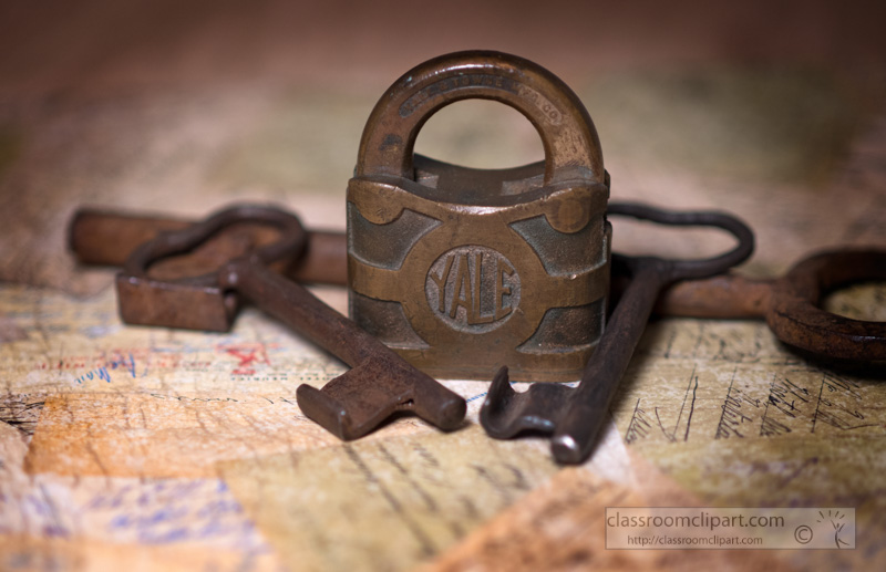 old-set-of-keys-padlock-photo.jpg