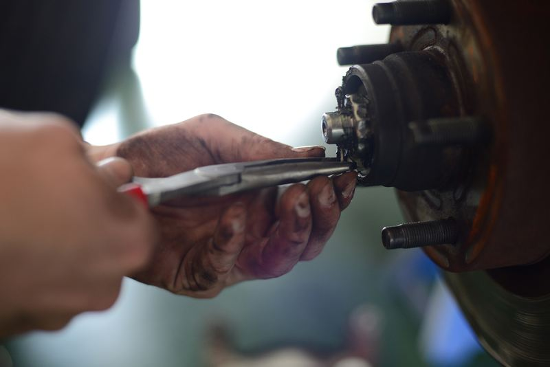 maintenance-remove-pin-from-the-rotor-hub-assembly-photo.jpg