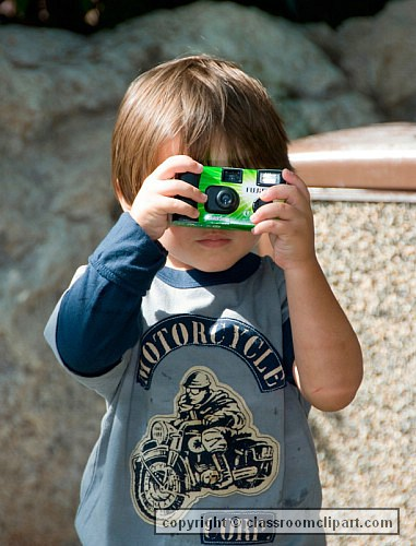 child_taking_picture_928.jpg