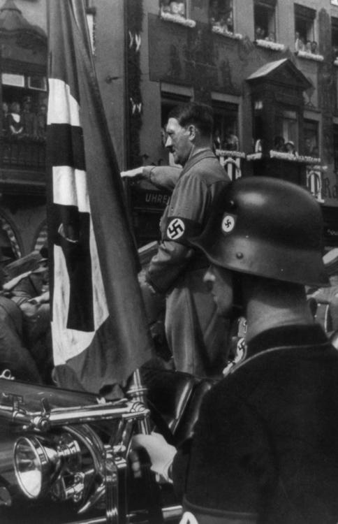 Hitler-Adolf-portrait-photo-image.jpg