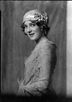 Pickford-Mary-portrait-photo-image.jpg