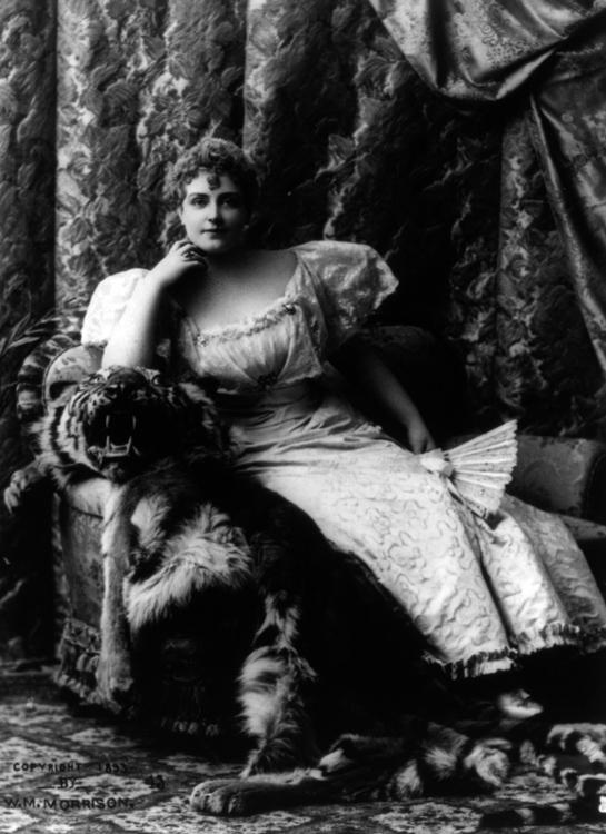 Russell-Lillian-portrait-photo-image.jpg