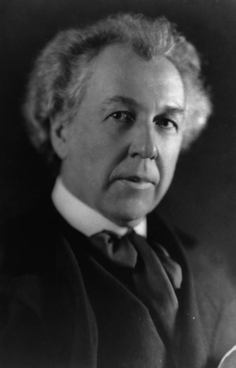 Wright-Frank-Lloyd-portrait-photo-image.jpg