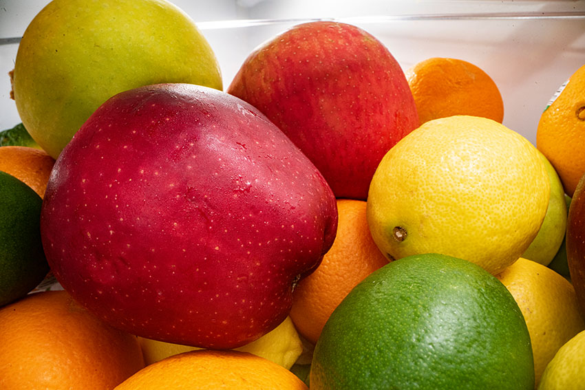 many fruits in the refrigerator.jpg