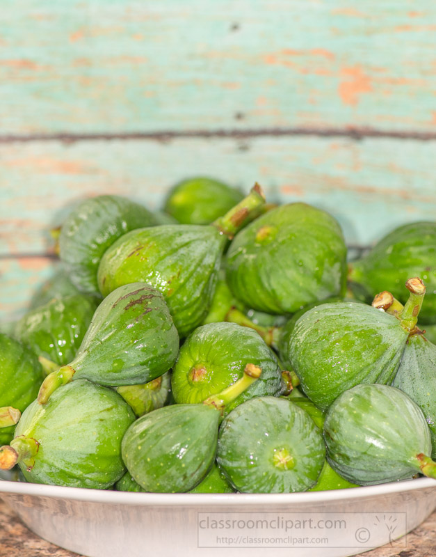 fresh-green-figs-in-in-a-white-bowl-9803.jpg