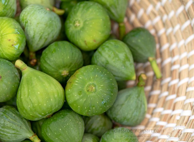 fresh-green-figs-in-in-a-wicker-basket-9833-2.jpg