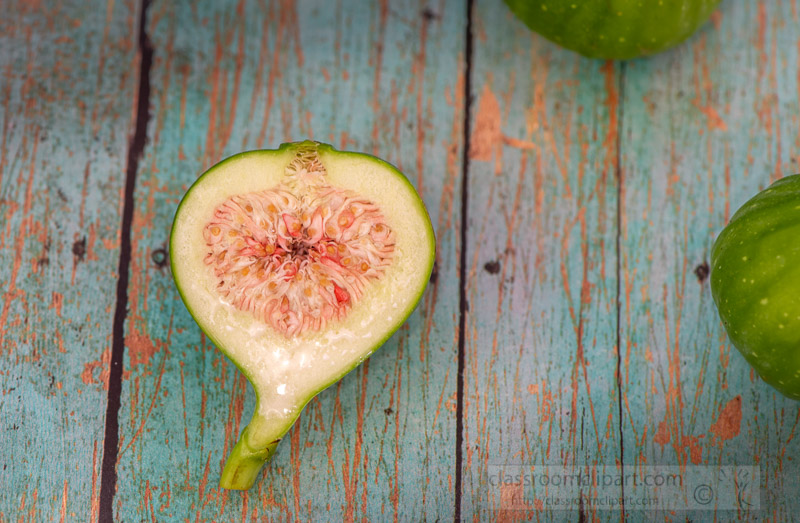 sliced-fig-on-wood-background-9861.jpg