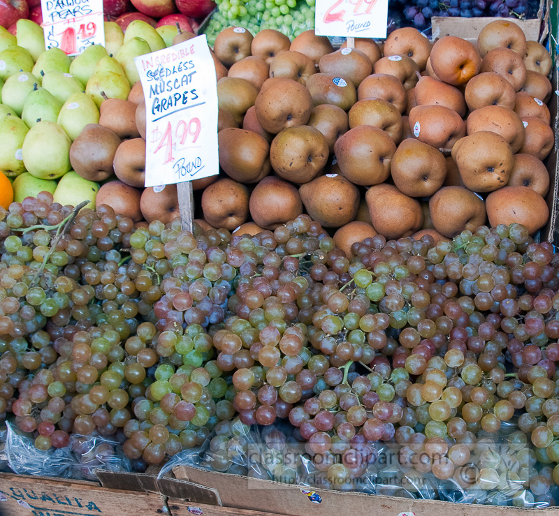 muscat-grapes-brown-pears-at-farmers-market-photo-image-578.jpg