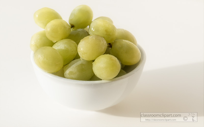 white-bowl-filled-with-green-grapes-photo-2e.jpg