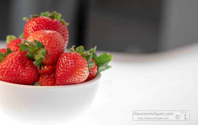 photo-image-bowl-of-blueberries-strawberries-on-dark-background-00131A.jpg