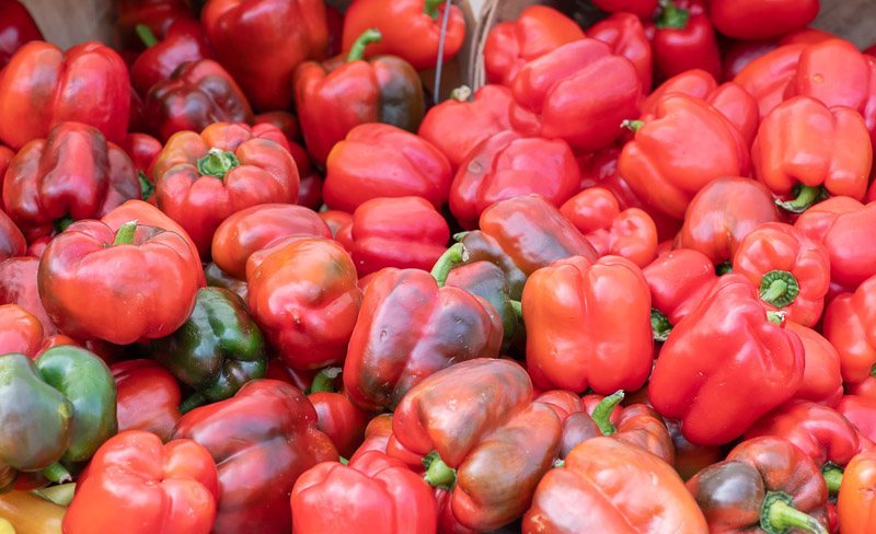 green-and-red-bell-peppers-for-sale-farmers-market-00143-2.jpg