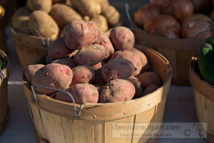 basket-of-potatoes-at-market-1037.jpg
