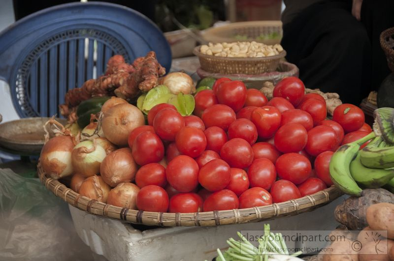 basket-of-tomatoes-at-a-local-market-9136.jpg