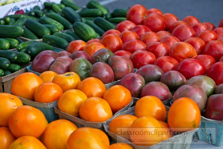 orange-red-green-tomatoes-at-farmer-market-1084.jpg