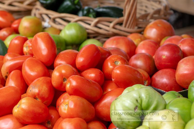 red-fresh-organic-tomatoes-on-the-farmers-market-0123.jpg