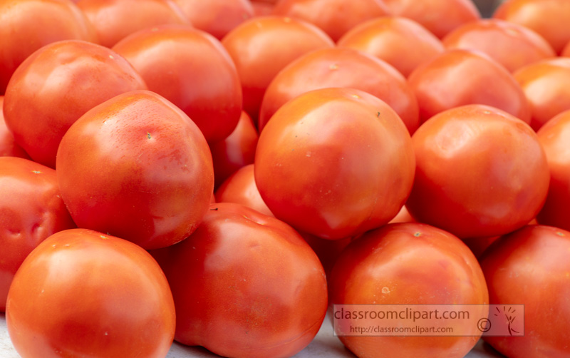 ripe-tomatoes-at-the-farmers-market-0122.jpg