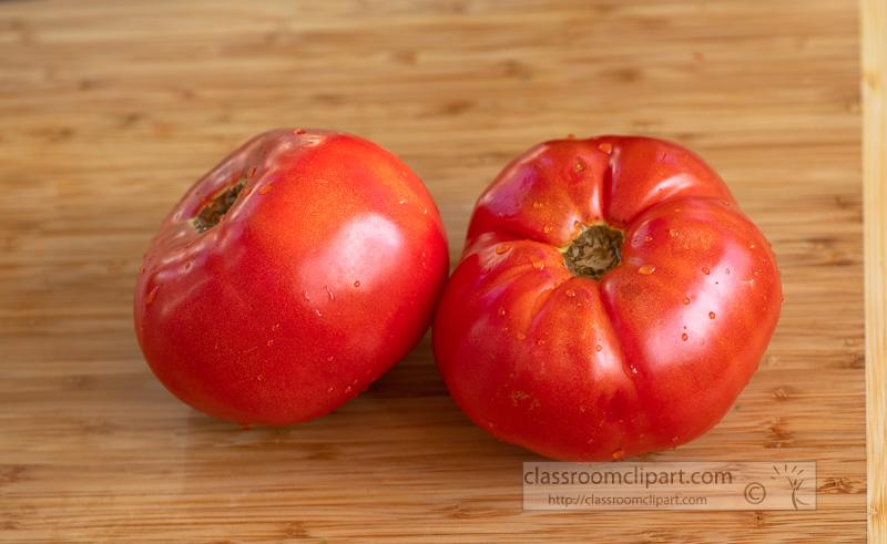 ripe-whole-tomatoes-on-cutting-board-8500301.jpg