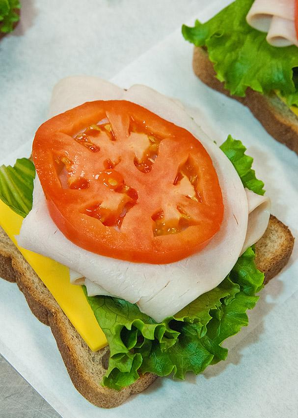 turkey-cheese-lettuce-tomato-sandwiches.jpg