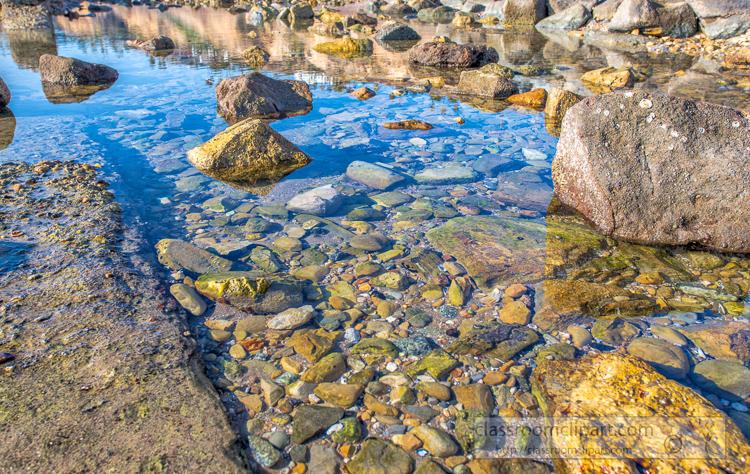 photo-rocky-shoreline-low-tide-with-tide-pools-8501767E.jpg