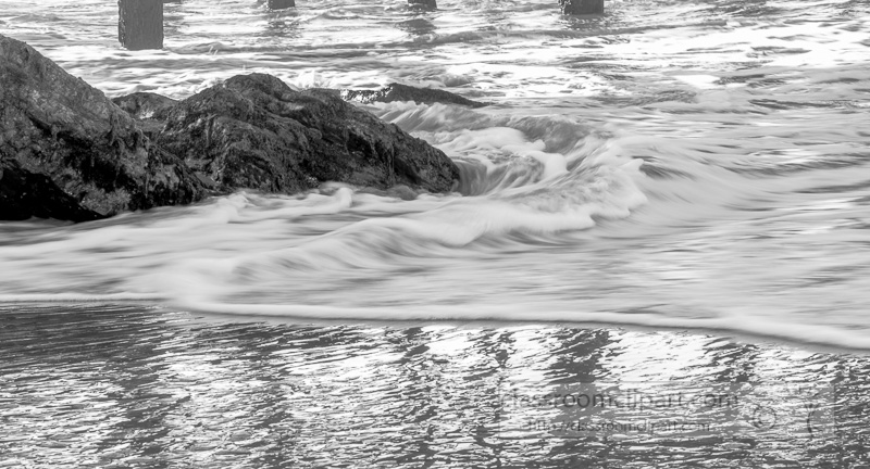 waves-breaking-on-rocks-beach-black-white-photo_6760.jpg