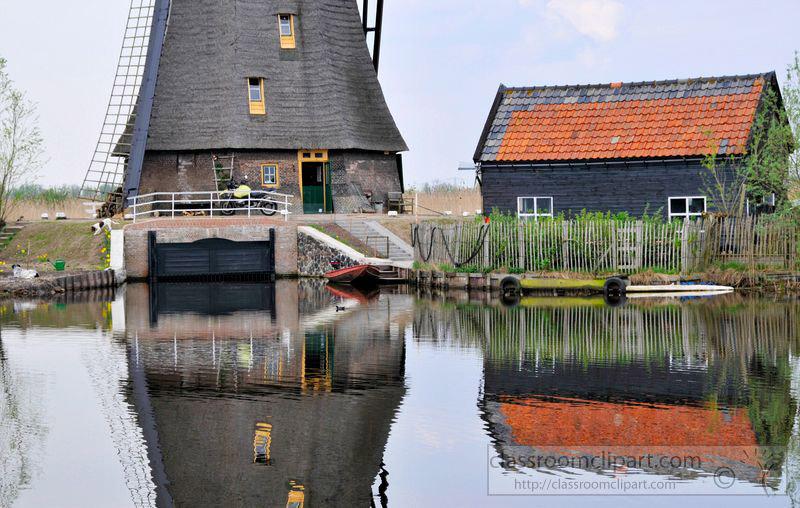 windmil-near-lake-holland-pic-image5122.jpg