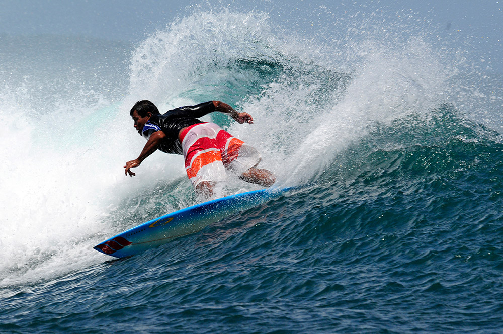 surfing-in-bali-indonedsia-5432a.jpg