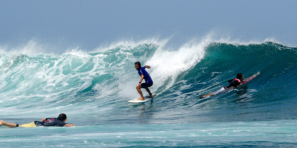surfing-in-bali-indonedsia-5456a.jpg