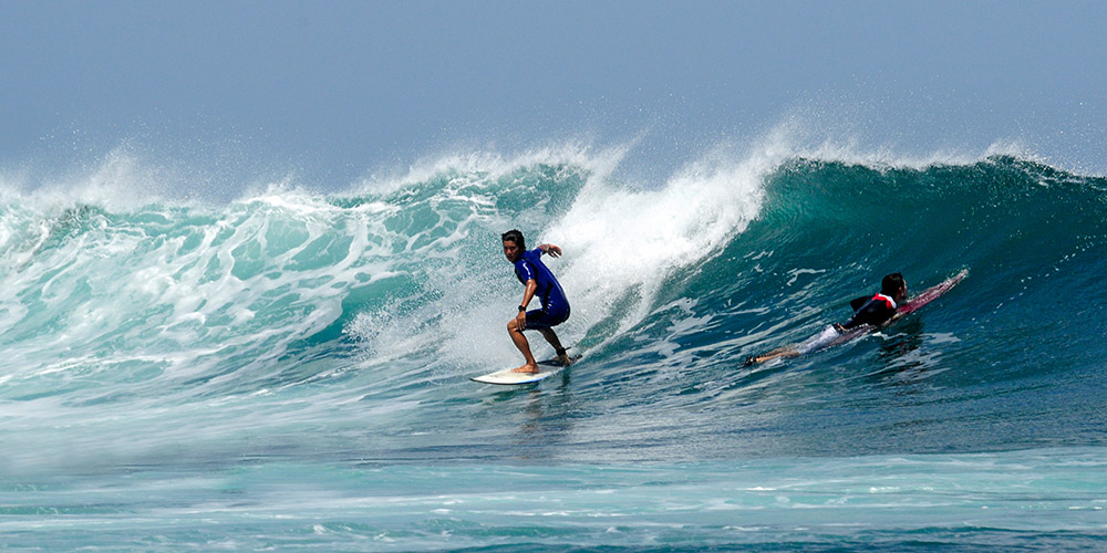 surfing-in-bali-indonedsia-5456b.jpg