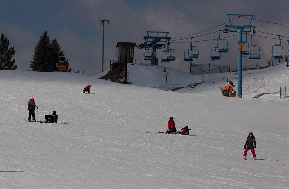 skiers-at-camelback-mountain-resort.jpg